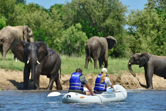 victoria-falls-river-lodge-canoeing