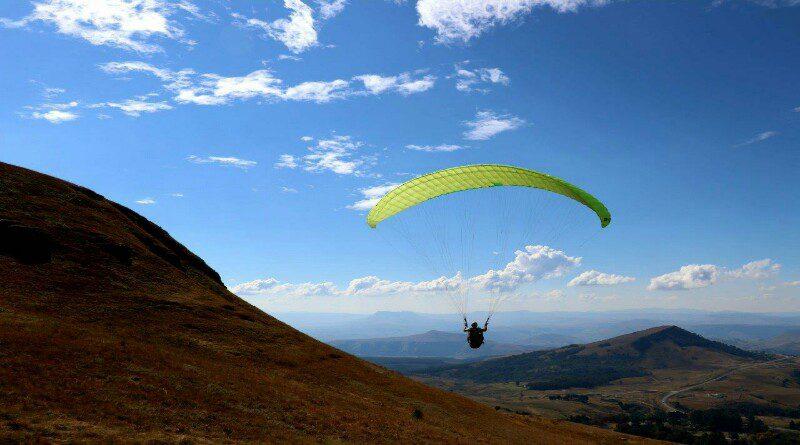 paragliding drakensberg mountains south africa